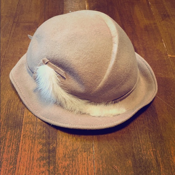 🍁Bundle & Save🍁 Adorable Kids Hat with Feather